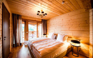 Чем отделать деревянный потолок в частном доме?