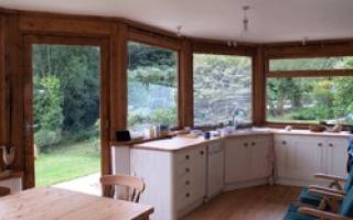 Как сделать ремонт в старом бревенчатом доме?