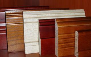 Как правильно установить деревянный плинтус на пол?