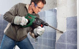 Как отбить кафельную плитку от стены?