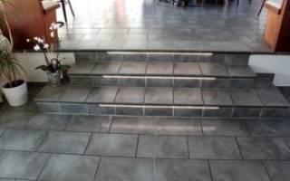 Как класть плитку на лестницу