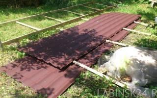 Как поднять металлочерепицу на крышу