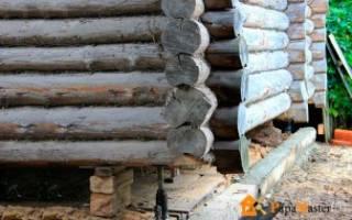 Как поменять нижнее бревно в деревянном доме?