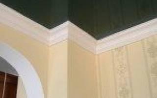 Как наклеить багет на натяжной потолок?