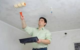 В каком направлении красить потолок?